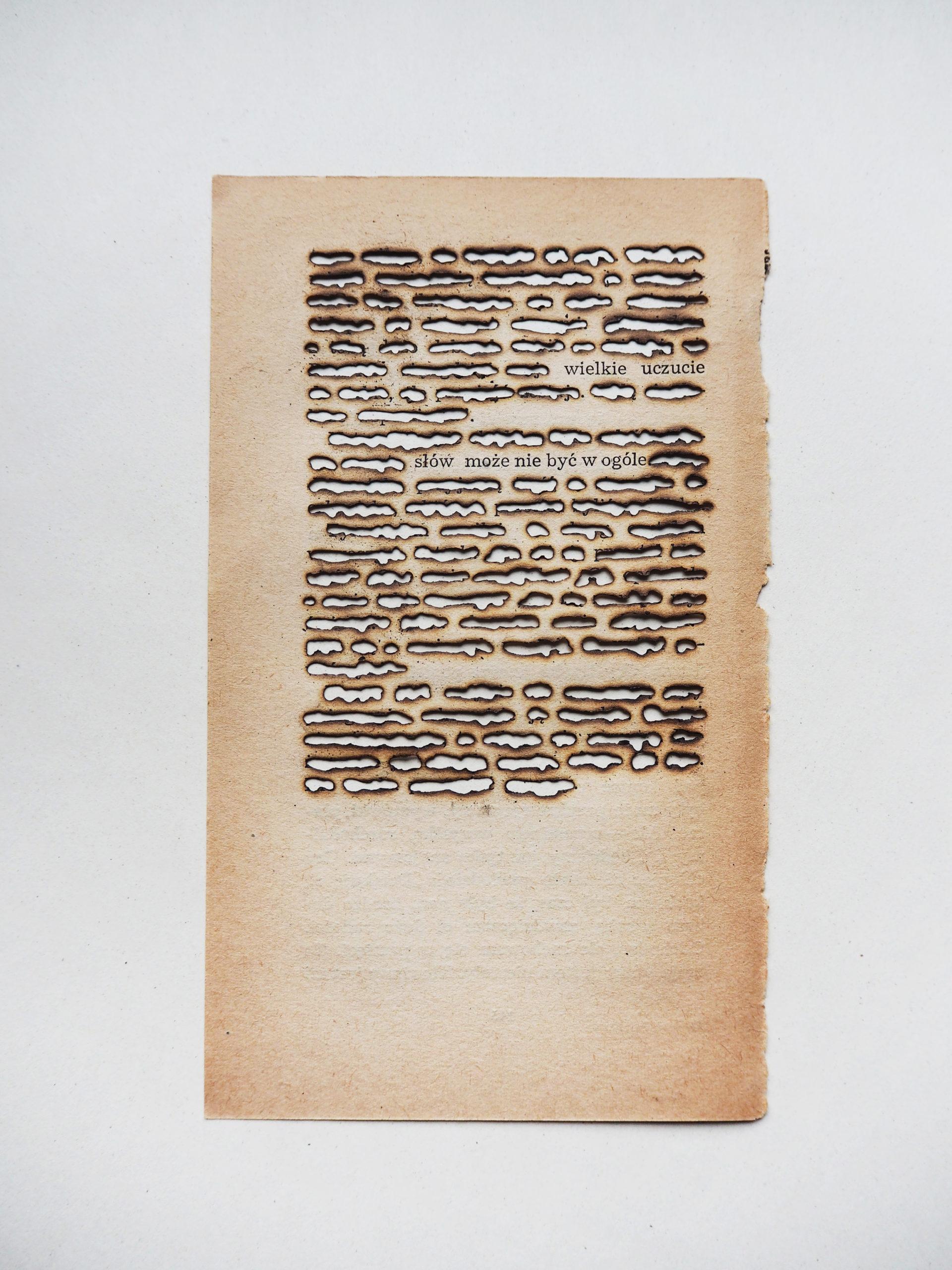 [Transcript: Great affection ___ words can not exist.] Zuzanna Dolega, Pirosłowa: Słów może nie być w ogóle. (Pyrowords: Words can not exist), 2020, © Zuzanna Dolega